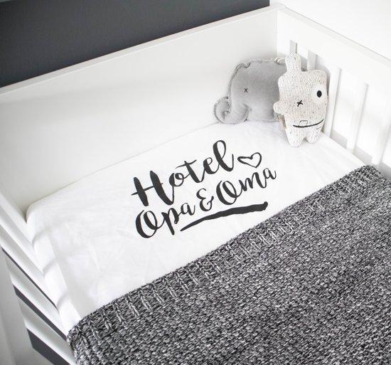 hoeslakentje - cadeau voor oma van baby